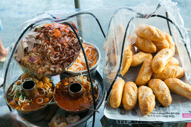 """Bánh mì Việt Nam, hành trình từ ổ bánh """"thượng lưu"""" cho đến món ăn đường phố làm kinh ngạc cả thế giới - Ảnh 20."""