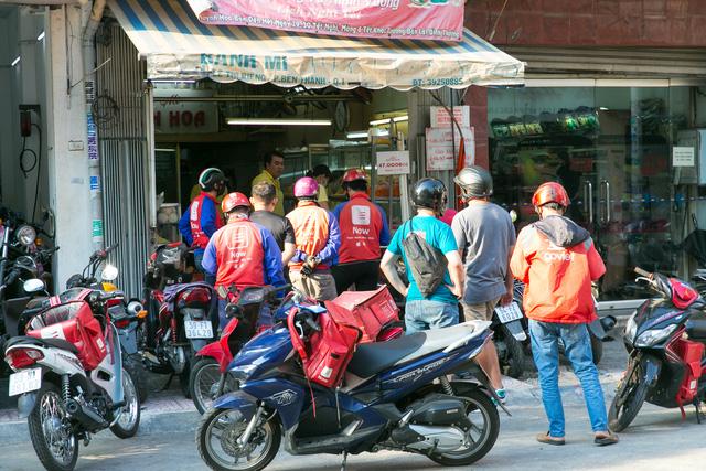 """Bánh mì Việt Nam, hành trình từ ổ bánh """"thượng lưu"""" cho đến món ăn đường phố làm kinh ngạc cả thế giới - Ảnh 23."""